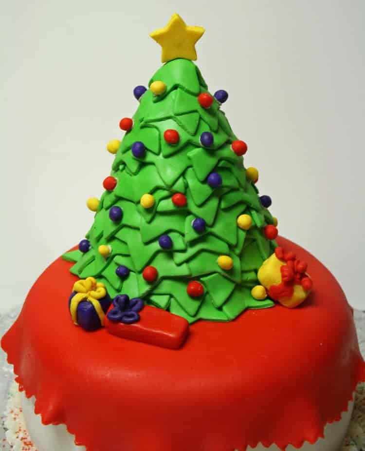 Cake Decorating Making Trees : Christmas Tree Cake