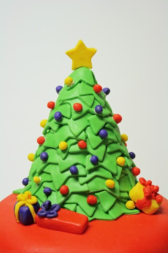 Christmas Tree on Cake 2