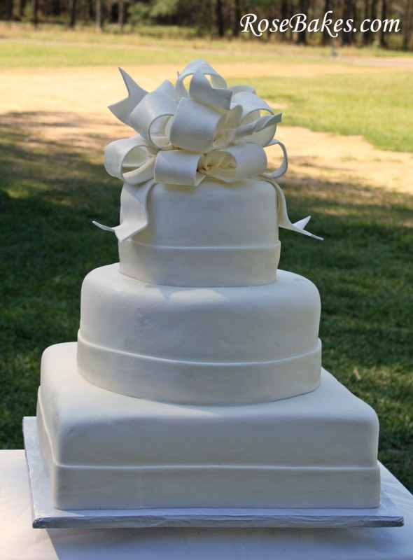 elegant all white wedding cakes white wedding cake 13954