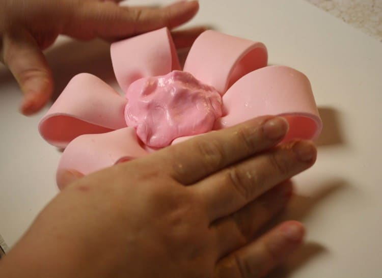 Fondant Bow with Wet Ball Center Push Together