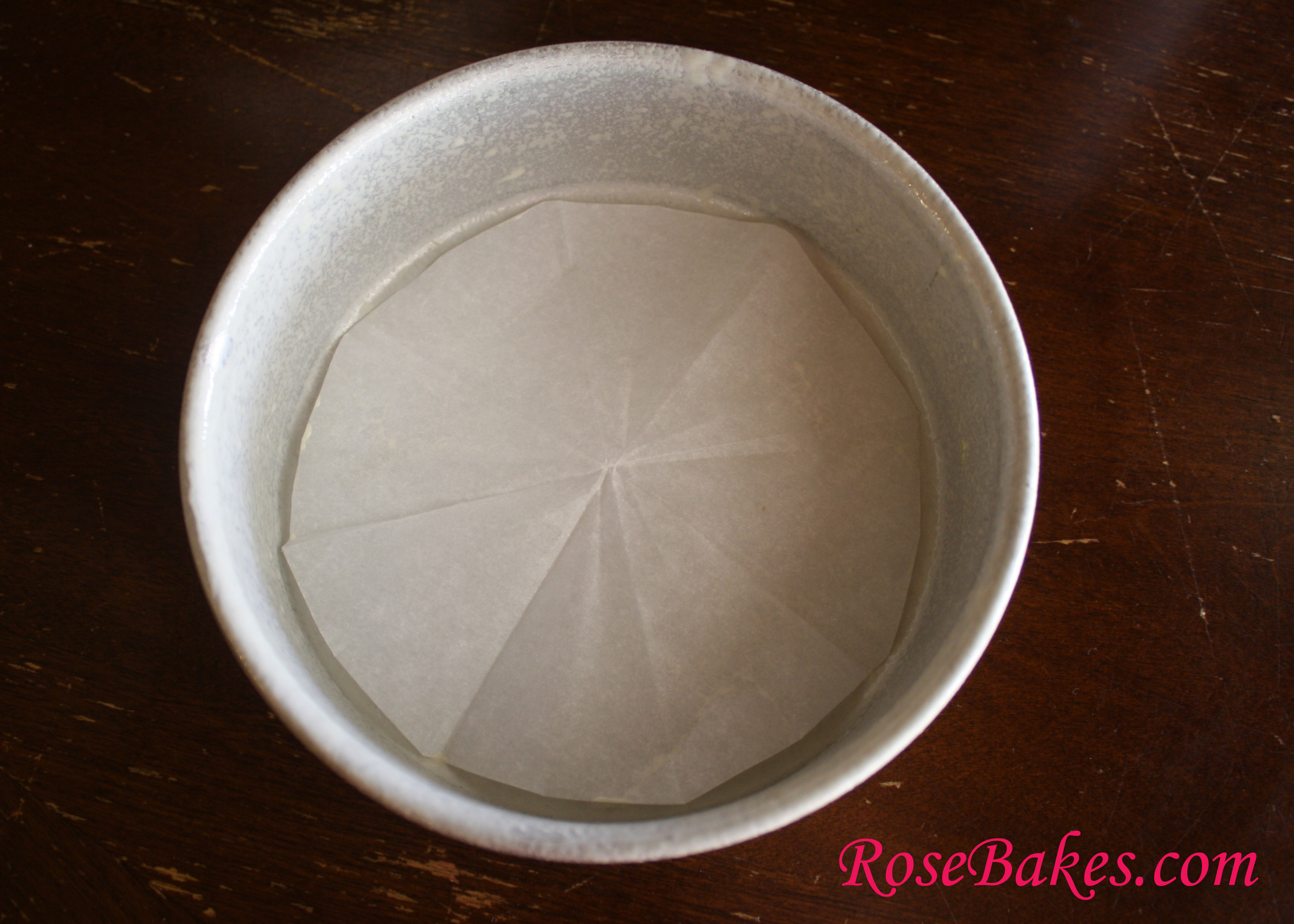 How To Line Round Cake Pan With Parchment Paper