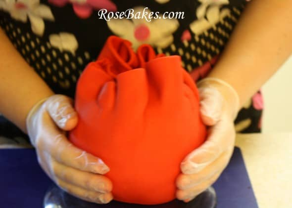 Covering A Ball Cake With Fondant