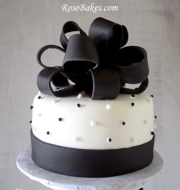 Images Of Black And White Cake : Black & White Wedding Cake and Cupcake Tower