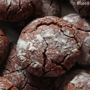 Easy Chocolate Crackle Cookies Close