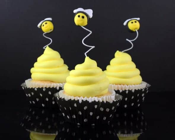 How to Make Beehive Cupcakes with Fondant Bee