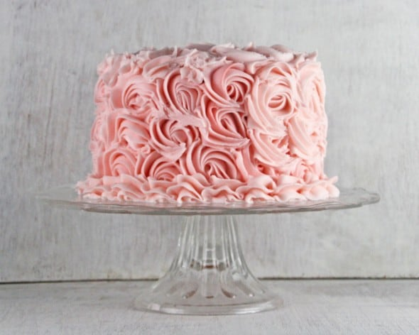 Cake With Butter Icing Fridge : Strawberry Cake with Strawberry Buttercream Frosting