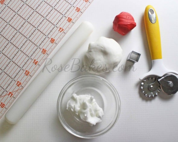 How to Make Fondant Checkered Blanket 01