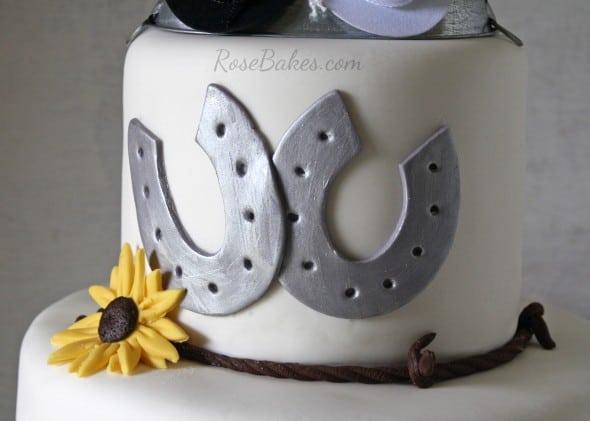 Horseshoes Daisies on Wedding Cake