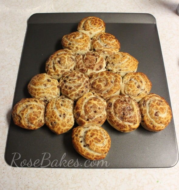 Baked Cinnamon Rolls Tree