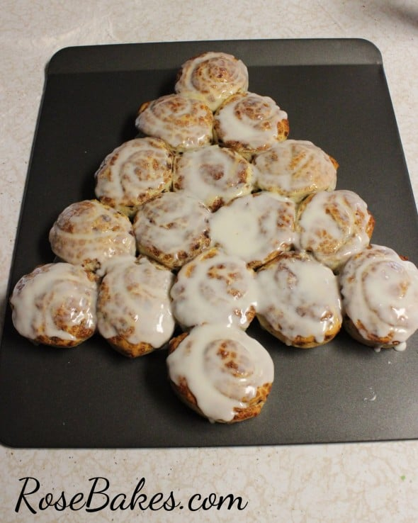 Cinnamon Rolls Frosted Tre