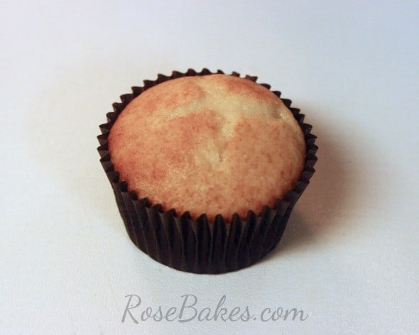 How to Make Easy Popcorn Cupcakes 01