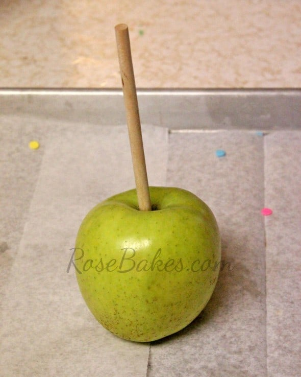 How to Make Chocolate Dipped Apples 01