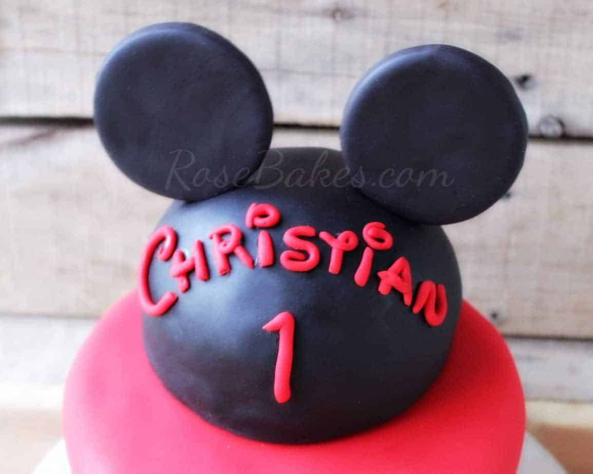 making mickey mouse cake
