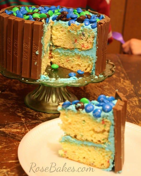 Cut KitKat Cake
