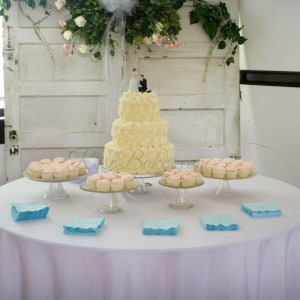 Roses Wedding Cake and Cupcakes