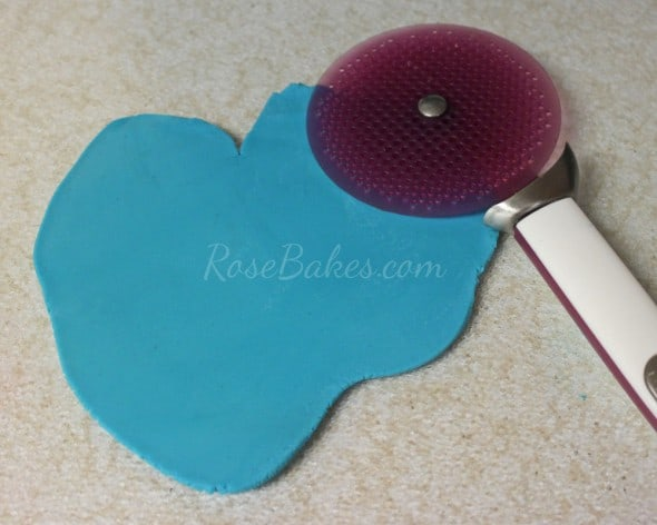 How to Tie a Fondant Bandanna Knot 15