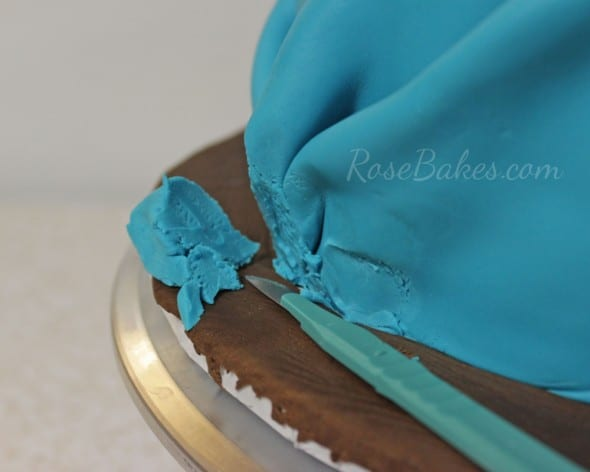 How to Tie a Fondant Bandanna Knot 16