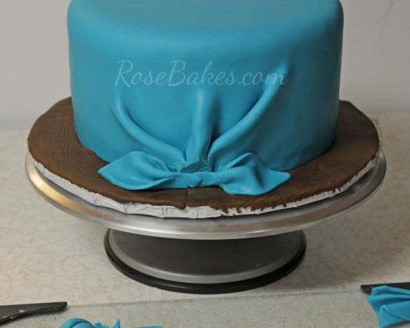 How to Tie a Fondant Bandanna Knot 27