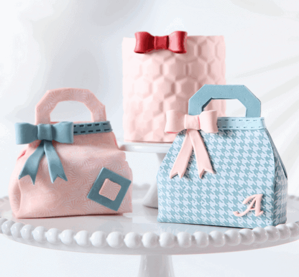 Click HERE to Learn How to Make Mini Purse Cakes