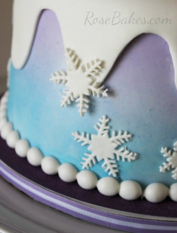 How To Make Snowflakes For A Frozen Cake