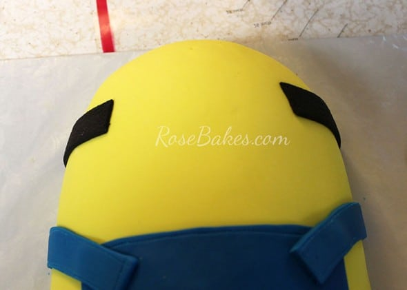 Minion Cake Tutorial 19