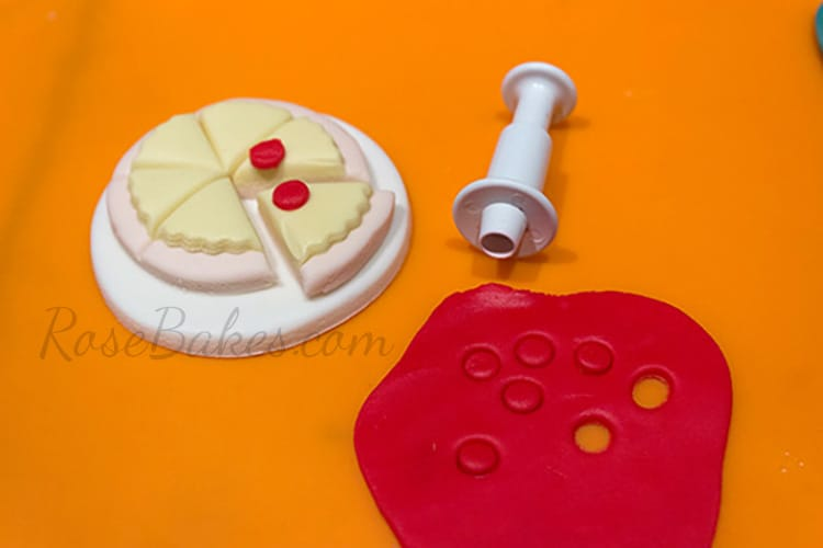 How to Make Pizza Cupcake Toppers 05 RoseBakes