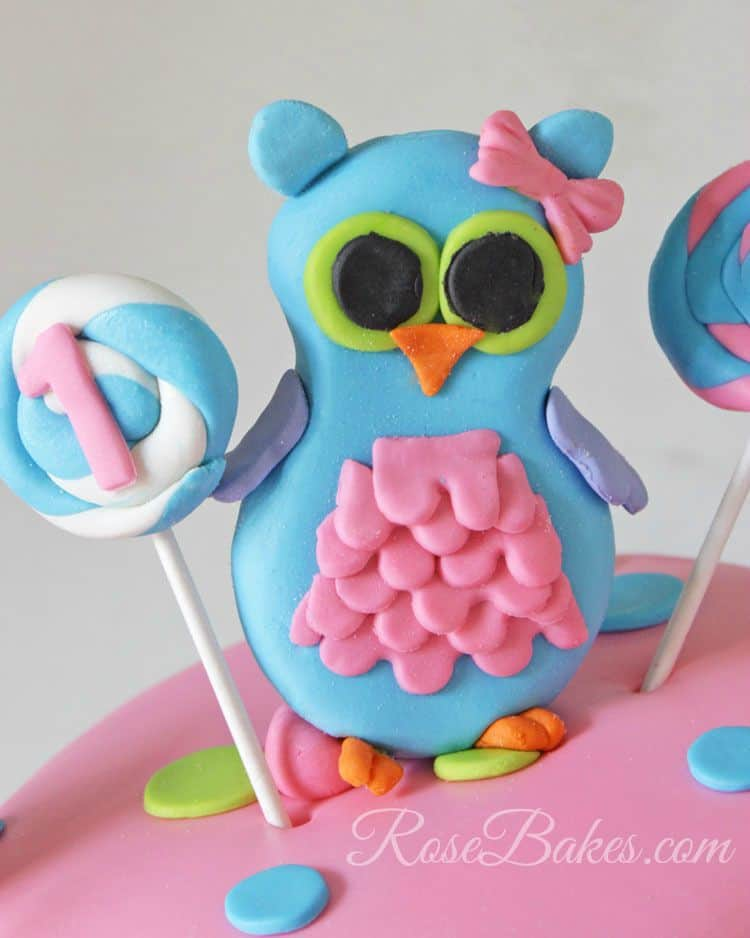 Fondant-Owl-Cake-Topper-with-Lollipop