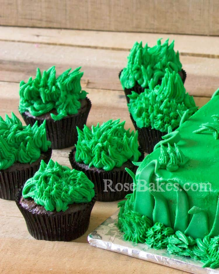 Grass Cupcakes by RoseBakes