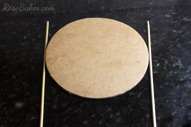 How-to-Decorate-a-Cake-Board-&-Cake-with-Scotch-Brand-Expressions-Tape-09