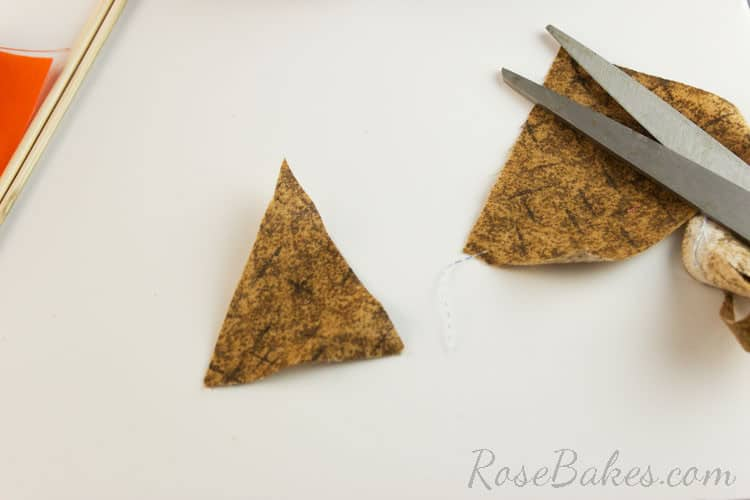 How-to-Make-Bunting-for-Cake-03