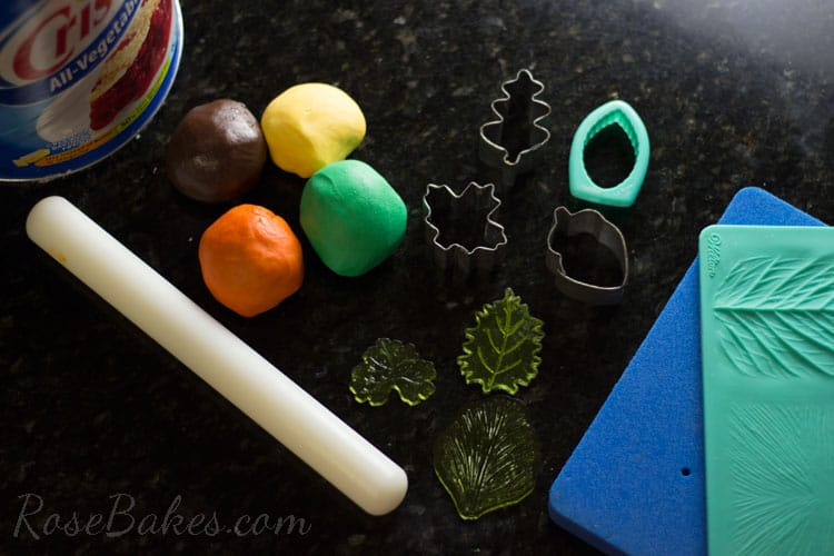 How-to-Make-Fall-Leaves-Cupcake-Toppers-01