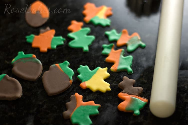 How-to-Make-Fall-Leaves-Cupcake-Toppers-07