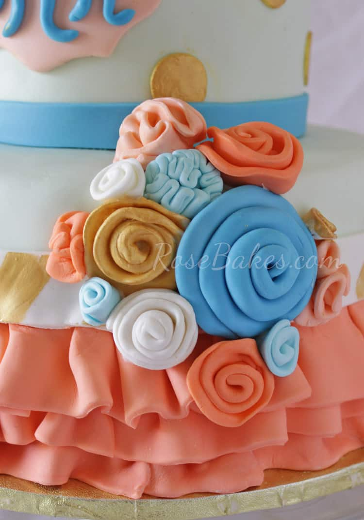 Ribbon-Roses-on-cake