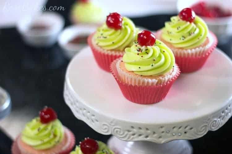 Roses-Sprinkled-Cupcakes