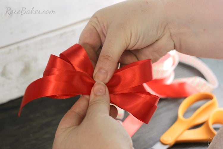 How-to-Make-a-Simple-Bow-04