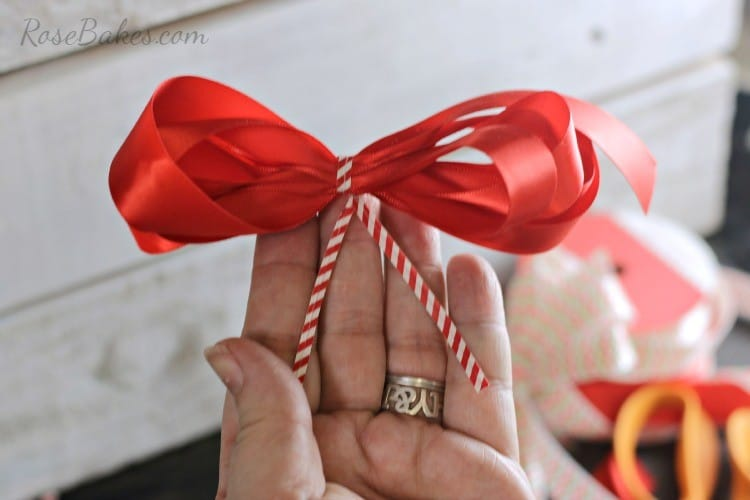 How-to-Make-a-Simple-Bow-05