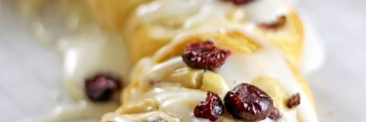 Cranberry Crescent Cream Cheese Wreath | RoseBakes.com