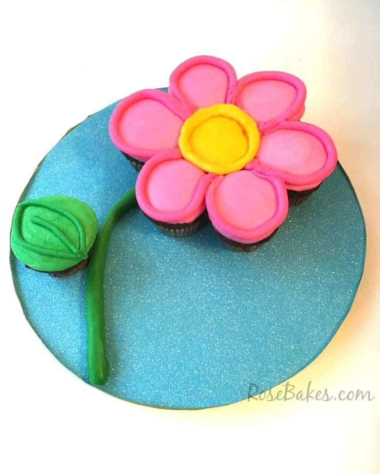 How To Make A Flower Cupcake Cake