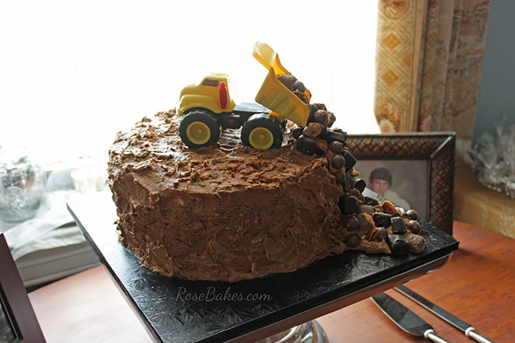 dump-truck-construction-grooms-cake