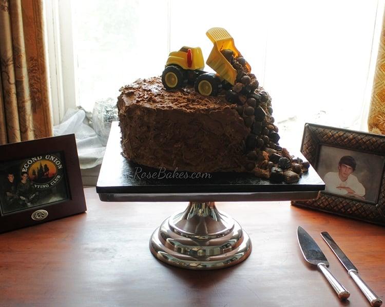 dump-truck-grooms-cake