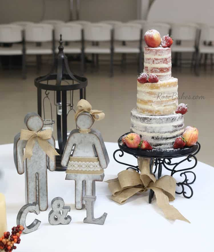 rustic-naked-cake-with-fruit