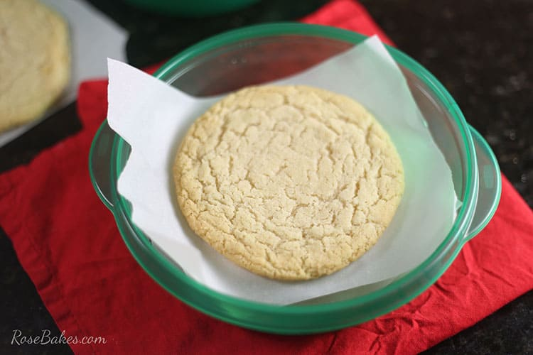 jumbo-sugar-cookies-in-rubbermaid-takealongs