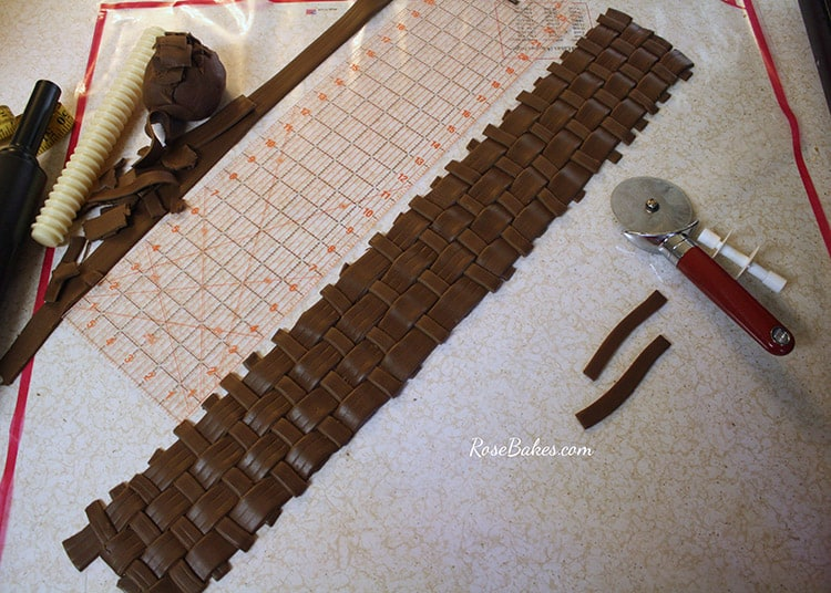 How To Make A Weave A Basket : How to make fondant basketweave part rose bakes
