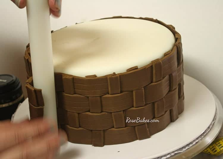 How To Make A Weave A Basket : How to make fondant basketweave rose bakes
