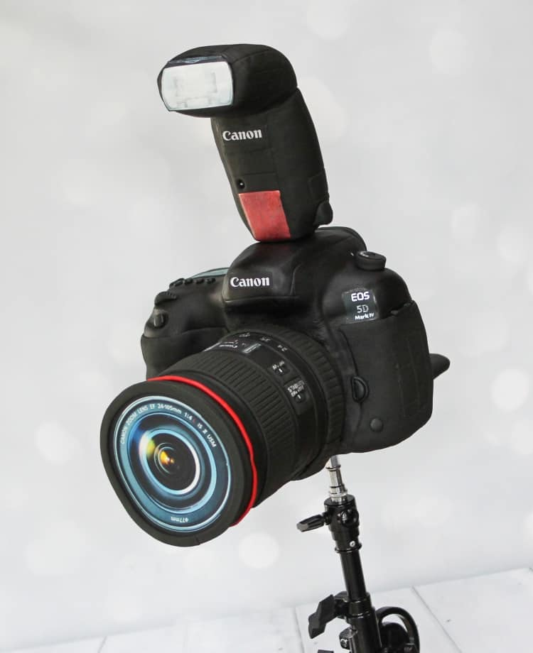 "Smile, say ""CAKE!"" Canon EOS 5D Mark IV"