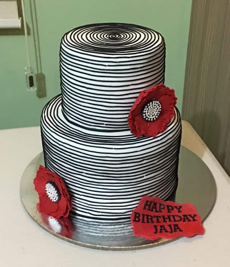 WTTC Winner black & white cake