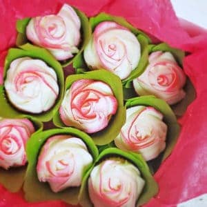 How to Make Easy Cupcake Bouquets (in a box!)