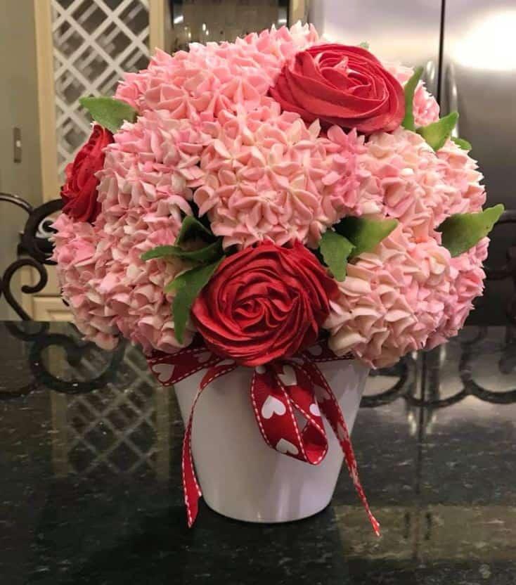 13+ Valentine's Cakes | Cupcake Bouquet