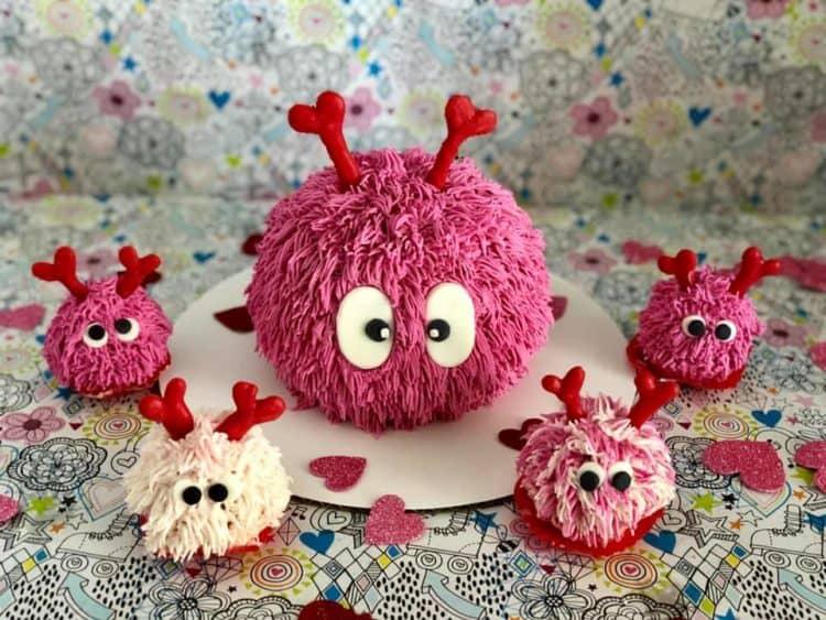 13+ Valentine's Cakes | Fuzzy Critters Valentine's Cakes