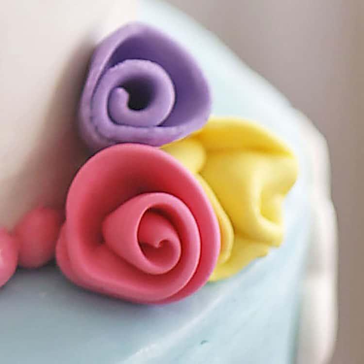 Ribbon roses on unicorn cake